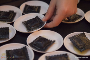Foodvivia-5359-ravioli_nero_seppia_capesante_pasta_zini
